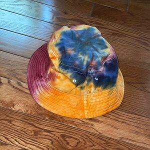 Tie dye bucket hat! 🌈